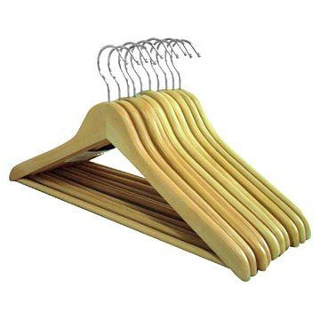 WOODEN COAT HANGERS WITH BAR
